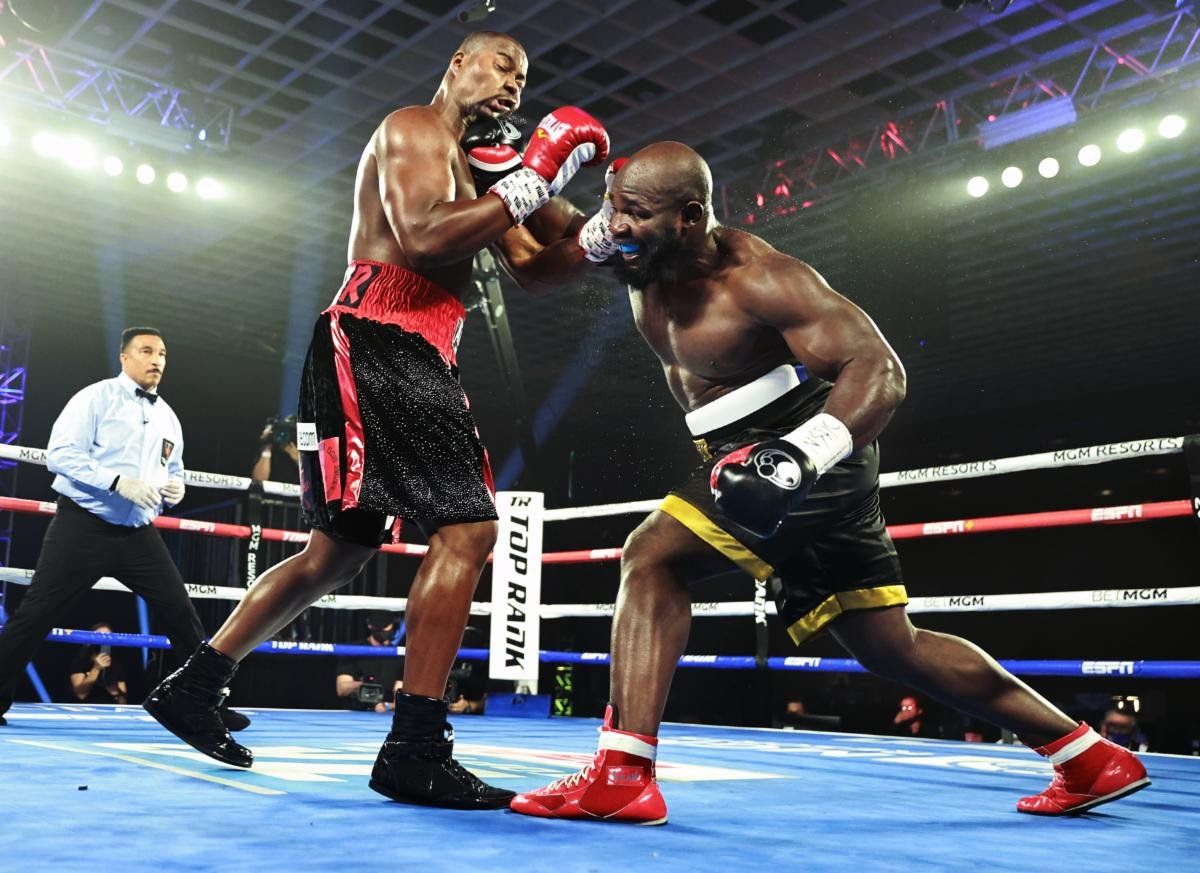 Carlos Takam wins a unanimous decision over Jerry Forrest