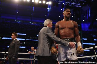 Dillian Whyte reacts to Anthony Joshua's loss to Oleksandr Usyk